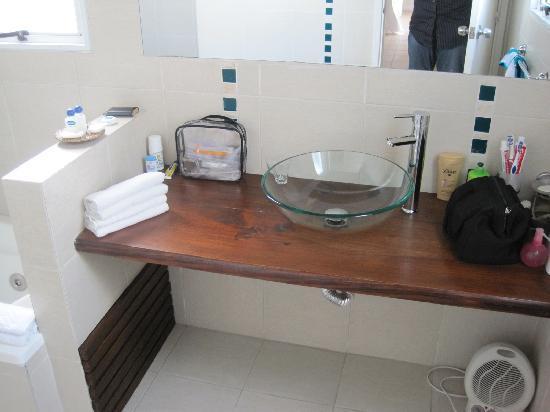 Posada Kryon: The Bathroom