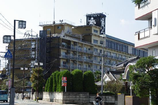 Keizan: ホテル全景(石和温泉駅側から見る)