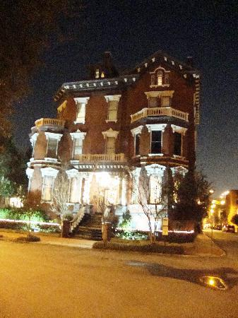 Savannah Cultural Heritage Tours and Events: One of the homes we saw