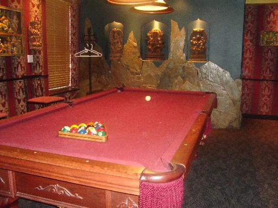 Mariaggi's Theme Suites Hotel and Spa: Pool table