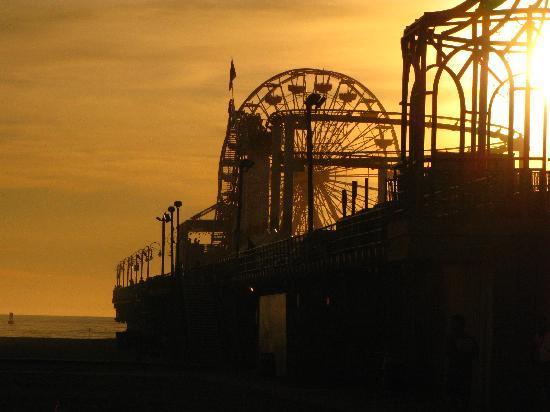 Los Angeles Urban Adventures: Enjoying view of Pier, Hula Hooping with Lenny Hoops, Santa Monica, CA