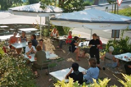 Hotel Flower Power: Frühstück im Garten