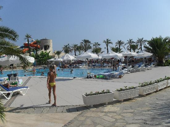 Piscine picture of blue waters club side tripadvisor for Club piscine pompaples horaire