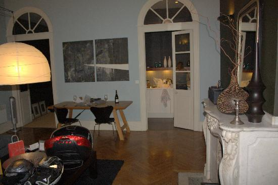 42 Rue Victor Hugo : The living room