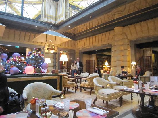 Hôtel Métropole Monte-Carlo : la hall dove tra le altre cose si puo anche pranzare.