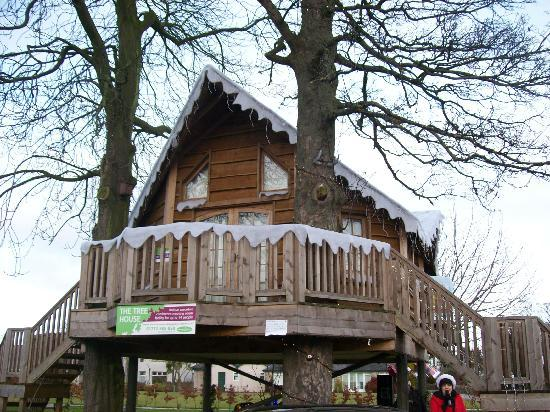 Ribby Hall Village Self Catering Accommodation : santa tree house