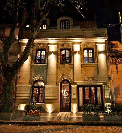 Miravida Soho Hotel and Wine Bar: Miravida at night