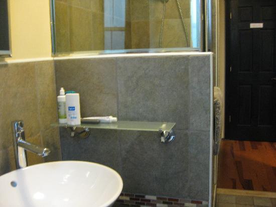 San Fermin B&B : zona de baño del cuarto de aseo