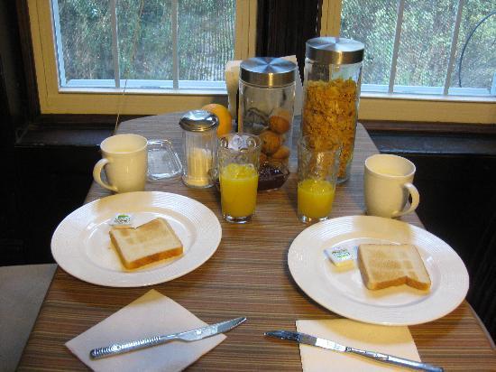 San Fermin B&B: desayuno