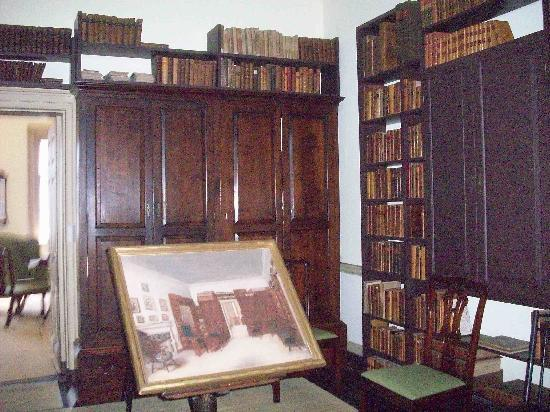 Bishop White House: Library or study