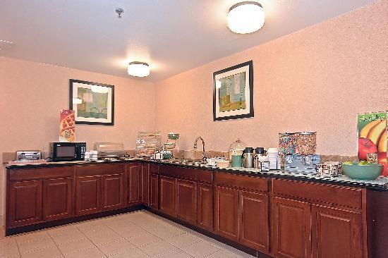 Quality Inn Brunswick Cleveland South: Free HOT Deluxe Breakfast