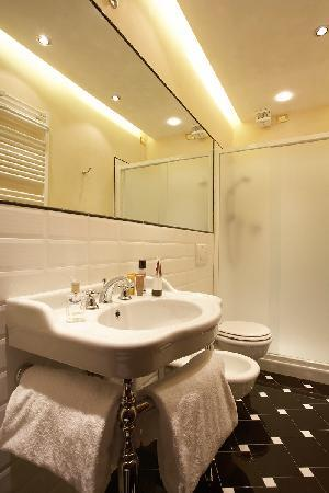 Bagno camera Hotel dei Priori