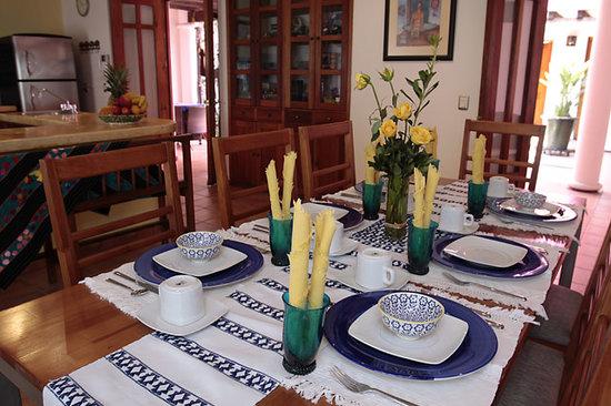 Casa de los Milagros B&B: Dining room table