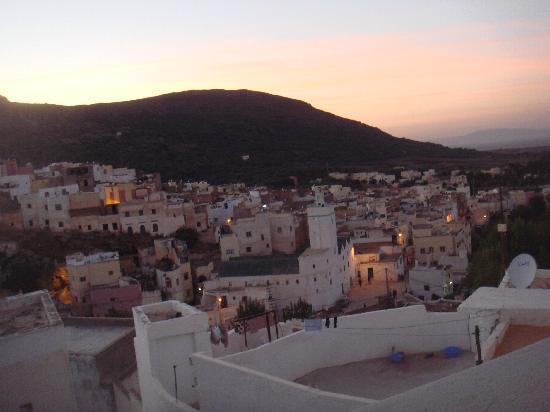 Dar KamalChaoui: Vue depuis la terrase sur la ville de Bahlil