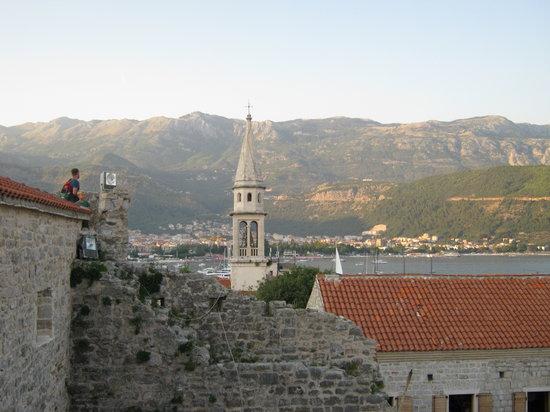 Budva, Montenegro: 城塞の上からの眺望