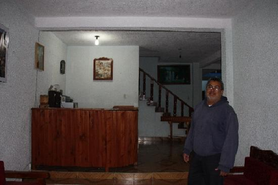 Hotel Maria Elena : owner at the reception