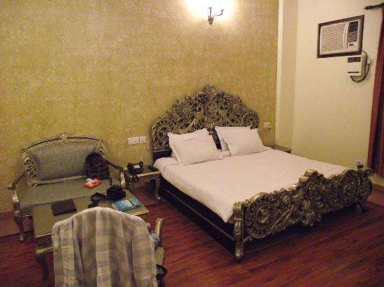 Siris 18: room fit for a king!!