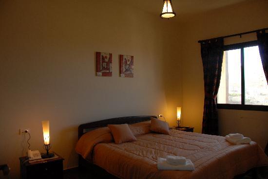 Iris Flower Hotel: Bed Room view