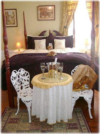 Coastal Dreams Bed & Breakfast: The Gulf Room - Queen