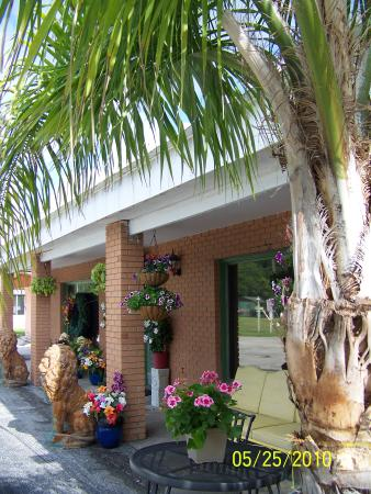 Tavares, FL: Floridian Gardens Resort Welcome & Hospitality Center