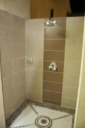 Melia Buenavista: Who wouldn't want to have a shower outside under the stars ???