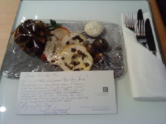 Hotel Le Germain Maple Leaf Square : a surprise gift