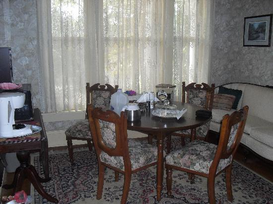 Magnolia Grove Bed and Breakfast: Guest sitting area