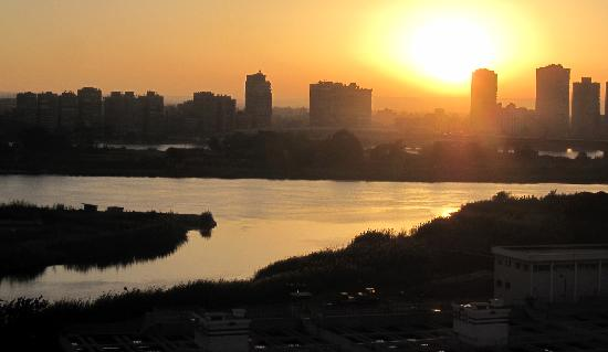 Swiss Inn Nile Hotel: View of sunrise over the Nile from the hotel