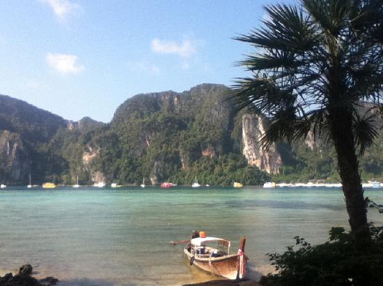Phi Phi Villa Resort : Two minutes away - view from Yew's Coffee Shop