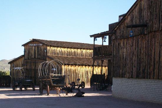 Motel 6 Phoenix Tempe - Broadway - Asu : Mining Camp Restaurant -- Apache Junction