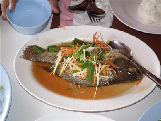 Huean Lao: steamed fish