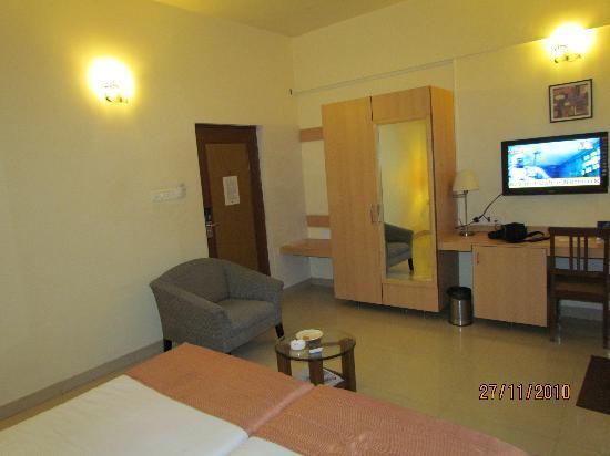 Phoenix Hotel : Semi Delux Room Veiw-4