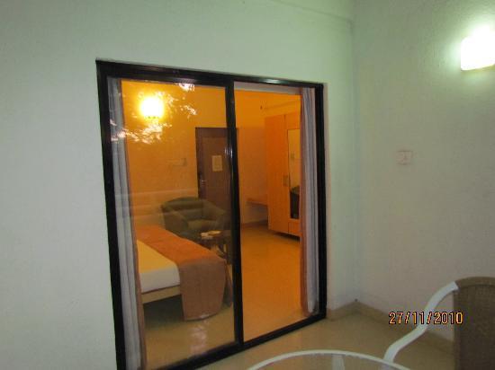 Phoenix Hotel: Veiw of room from Balcony
