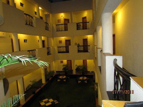 Phoenix Hotel: Intrnal Veiw