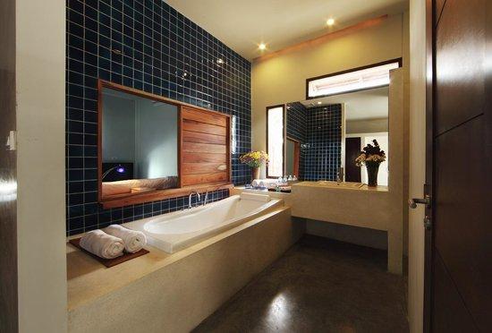 Luang Prabang View Hotel: Pool Villa Bathroom