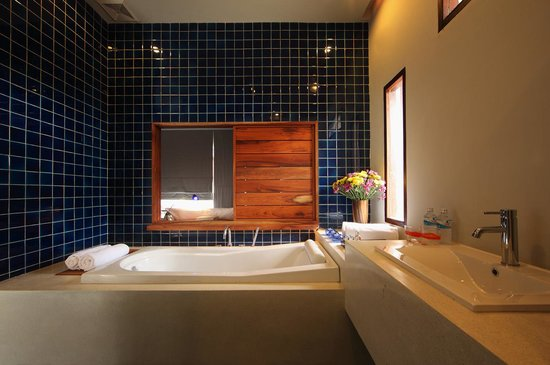 Luang Prabang View Hotel: Terrace Room Bathroom