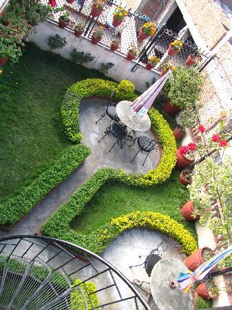 Kathmandu Peace Guest House: View of lower roof top garden from one above