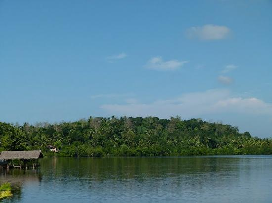 Kalla Bongo Lake Resort: lagoon
