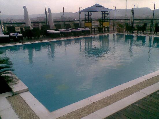 Ramada Jaipur : Terrace Pool