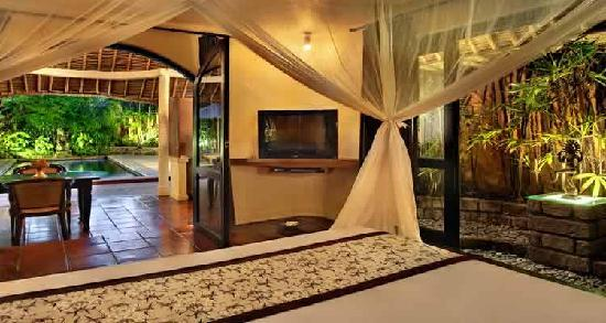 The Villas Bali Hotel & Spa: King Size Beds in every bedroom