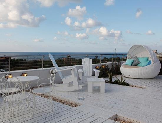 Shalom Hotel & Relax Tel Aviv - an Atlas Boutique Hotel: Roof Top Overlooking Tel Aviv Beach