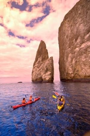 Santa Cruz, Ecuador: Kayaking out to Leon Dormido (Kicker Rock)