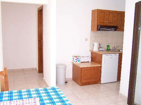 Aptera Hotel kitchen2