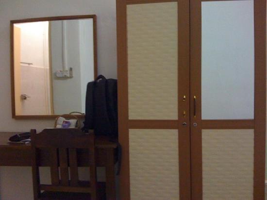 Oriental Hotel: Dressing side