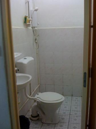 Oriental Hotel: Bathroom