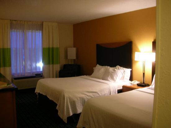 Fairfield Inn & Suites Clarksville: Our room
