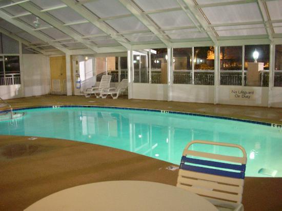 Fairfield Inn & Suites Clarksville: The pool