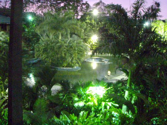 San Carlos, Κόστα Ρίκα: Pools at night