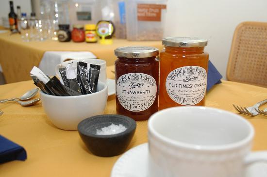 82 Fishbourne: Breakfast table