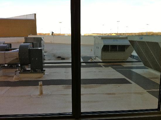 WinStar World Casino Hotel: HVAC outside window in room #210
